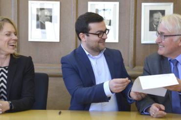 Jetzt ganz offiziell: Dimitrios Axourgos ist Schwertes neuer Bürgermeister